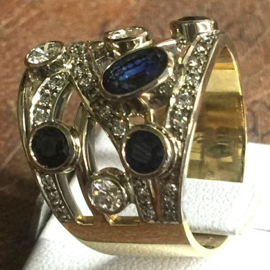 Yellow and white gold 18 ct, Sapphire 0.6 ct, Diamonds 1.4 ct